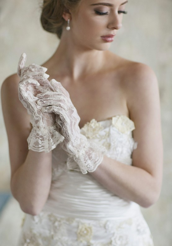 4 Ways to Incorporate Lace into Your Wedding
