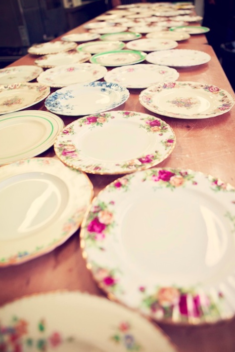 Elegant Wedding Table Settings: Mismatched China