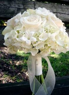 Great Flower Choices by Color: The Wedding Bouquet