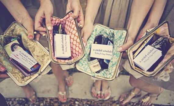Gifts from the Bride and Groom: Who Should You Be Buying For?
