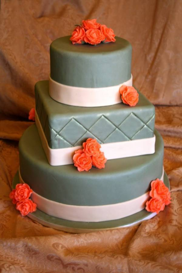 7 Beautiful Wedding Cakes Featuring the Color Orange