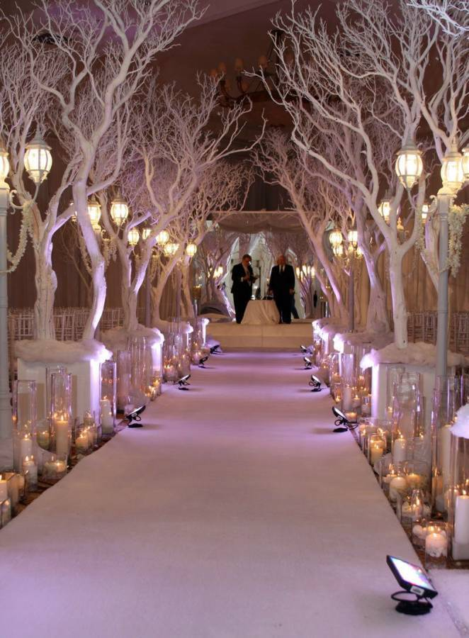 Breathtaking Christmas-Themed Weddings