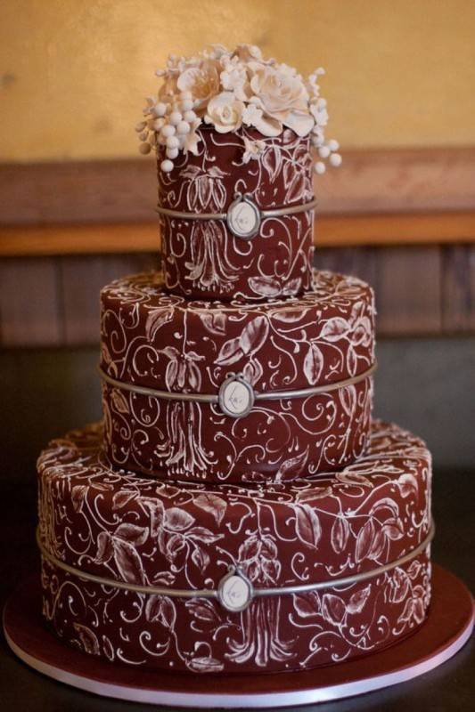 5 Unusual but Elegant Wedding Cakes