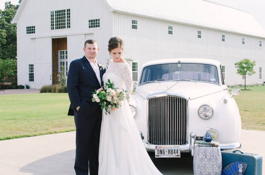 Southern Blue Porcelain Inspired Styled Shoot at The White Sparrow